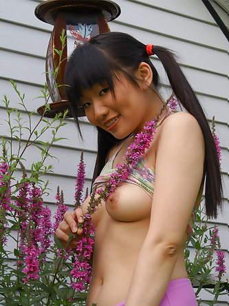 Erotic Pics Flashy Babes